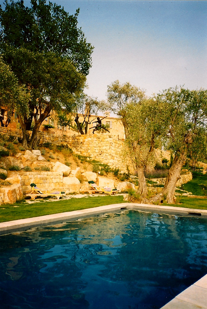 Pool interior design villa south of france view the for Pool design france