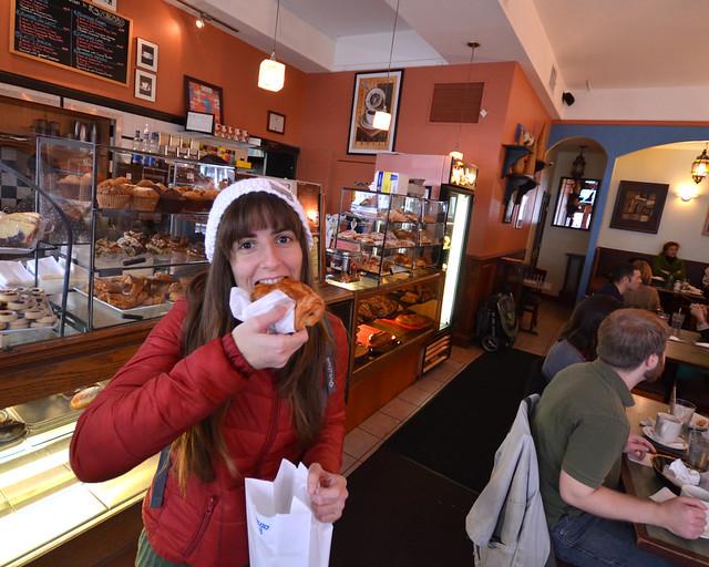 Comiendo dulces en una pastelería de Nueva York