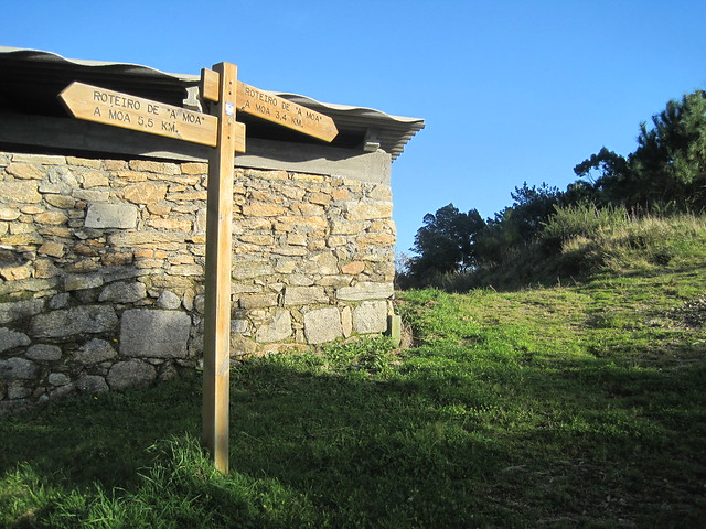 Señal en la ruta de subida al monte Pindo