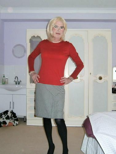 linda hamilton up the skirt