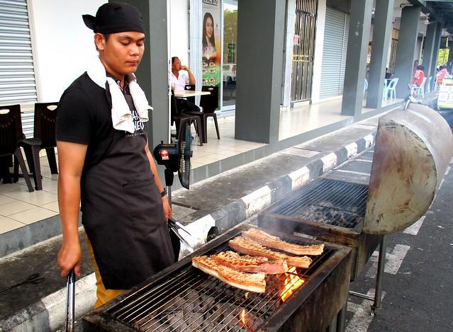 Anak Borneo babi panggang 1