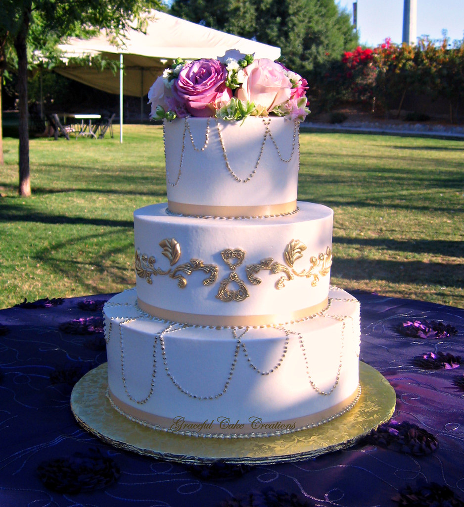 Buttercream Wedding Cake: Elegant Vintage Ivory Buttercream Wedding Cake With Gold P