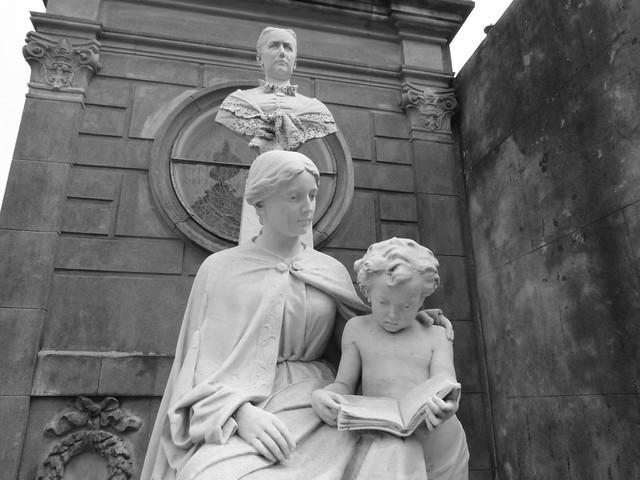 Estatua del cementerio de la Recoleta (Buenos Aires, Argentina)