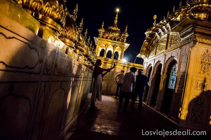 interior del templo dorado de los sijs