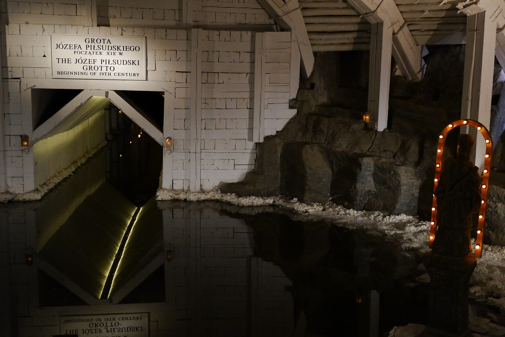 Lago interior de la mina de sal