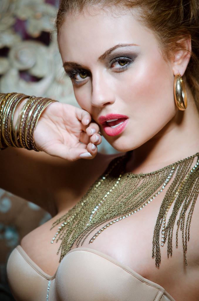 Sara Uribe | Model: Sa...