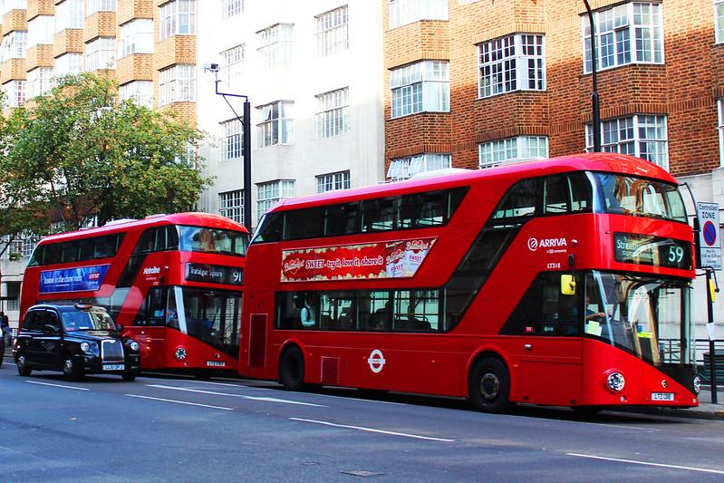 Lontoo päivä 1 5 punasia busseja musta taksi