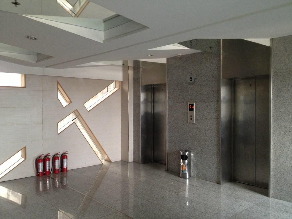 Apartment Near School 1 Jqr Elevator Entrance On 5th Flo Flickr