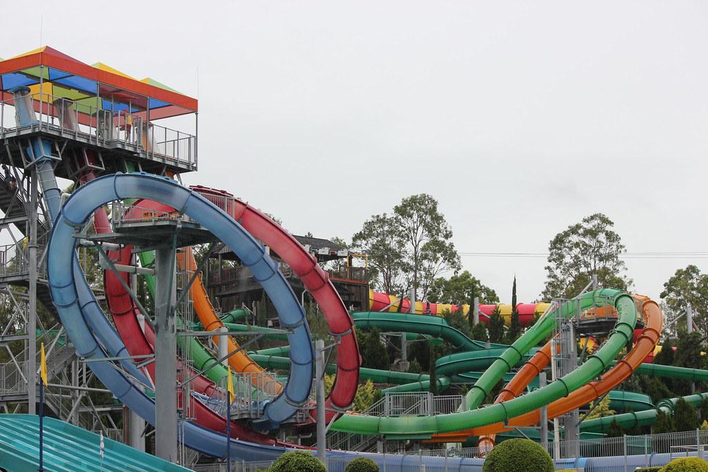 Aqua Loop | The Aqua Loop water slide at WetnWild on the Gol ...