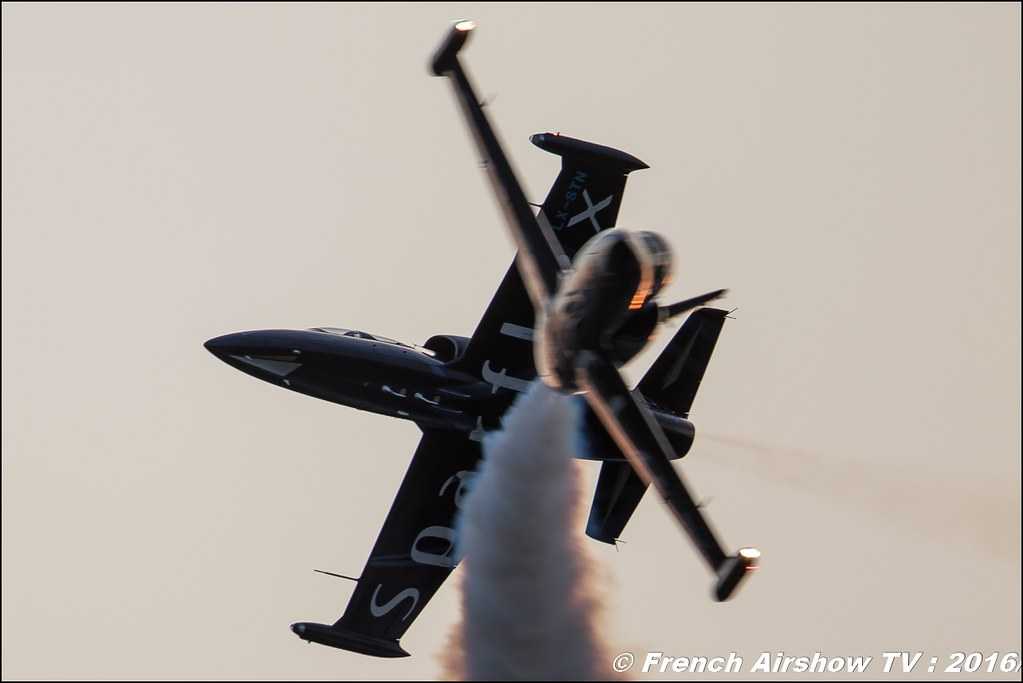 Sunset , night airshow , Patrouille Sparflex L39 Albatross , LX-MIK , LX-STN , Fly & Fun ,22 ème meeting aérien international de Roanne , Meeting Aerien Roanne 2016, Meeting Aerien Roanne , ICAR Manifestations , meeting aerien roanne 2016 , Meeting Aerien 2016 , Canon Reflex , EOS System