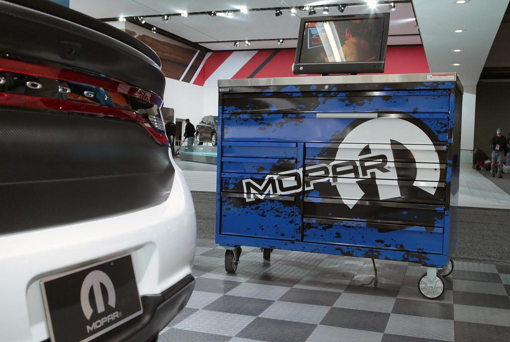 2013 naias mopar garage mopar garage at 2013 north for Garage fiat englos horaires