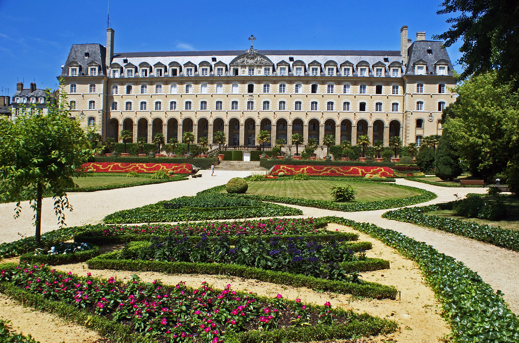 le palais saint georges rennes le palais st geirges et. Black Bedroom Furniture Sets. Home Design Ideas