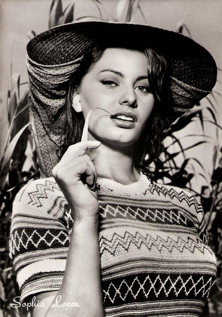 sophia loren in la donna del fiume 1954 italian