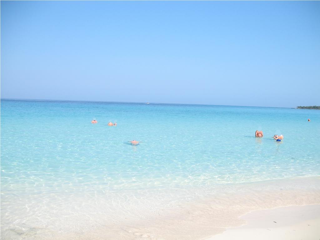 A la plage avec ma cam voyeur pour mes fans - 2 part 6