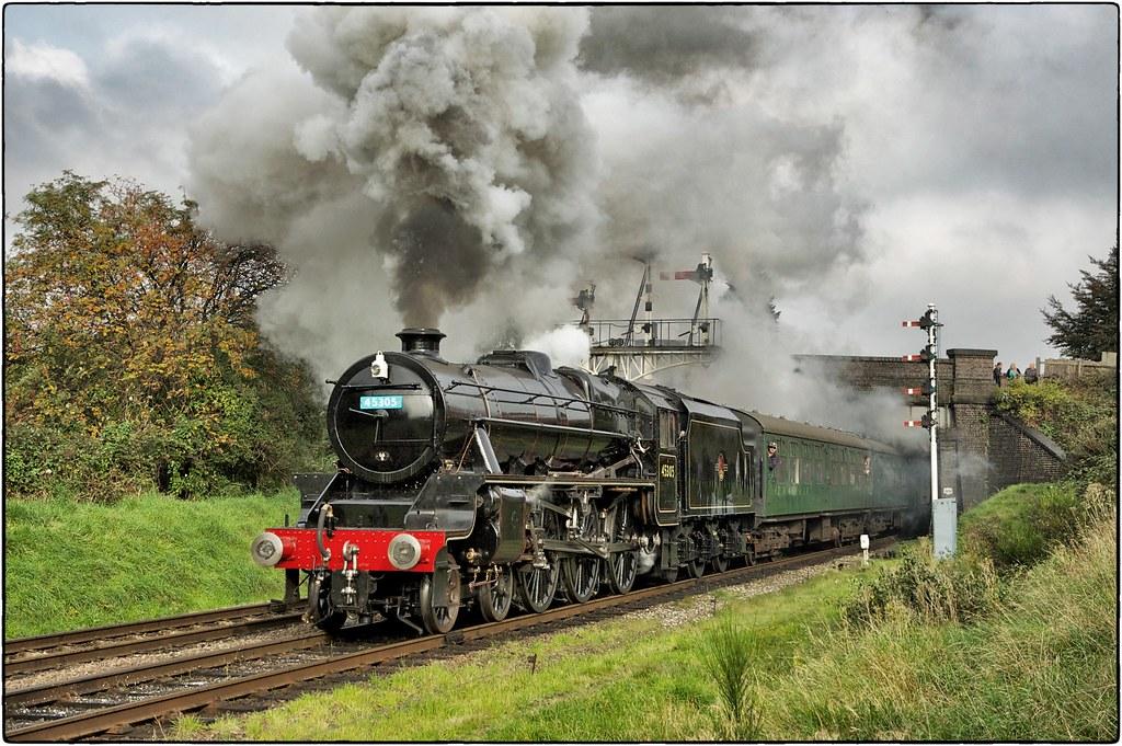LMS Stanier Class 5 4-6-0 No 45305. Leaving Loughborough.