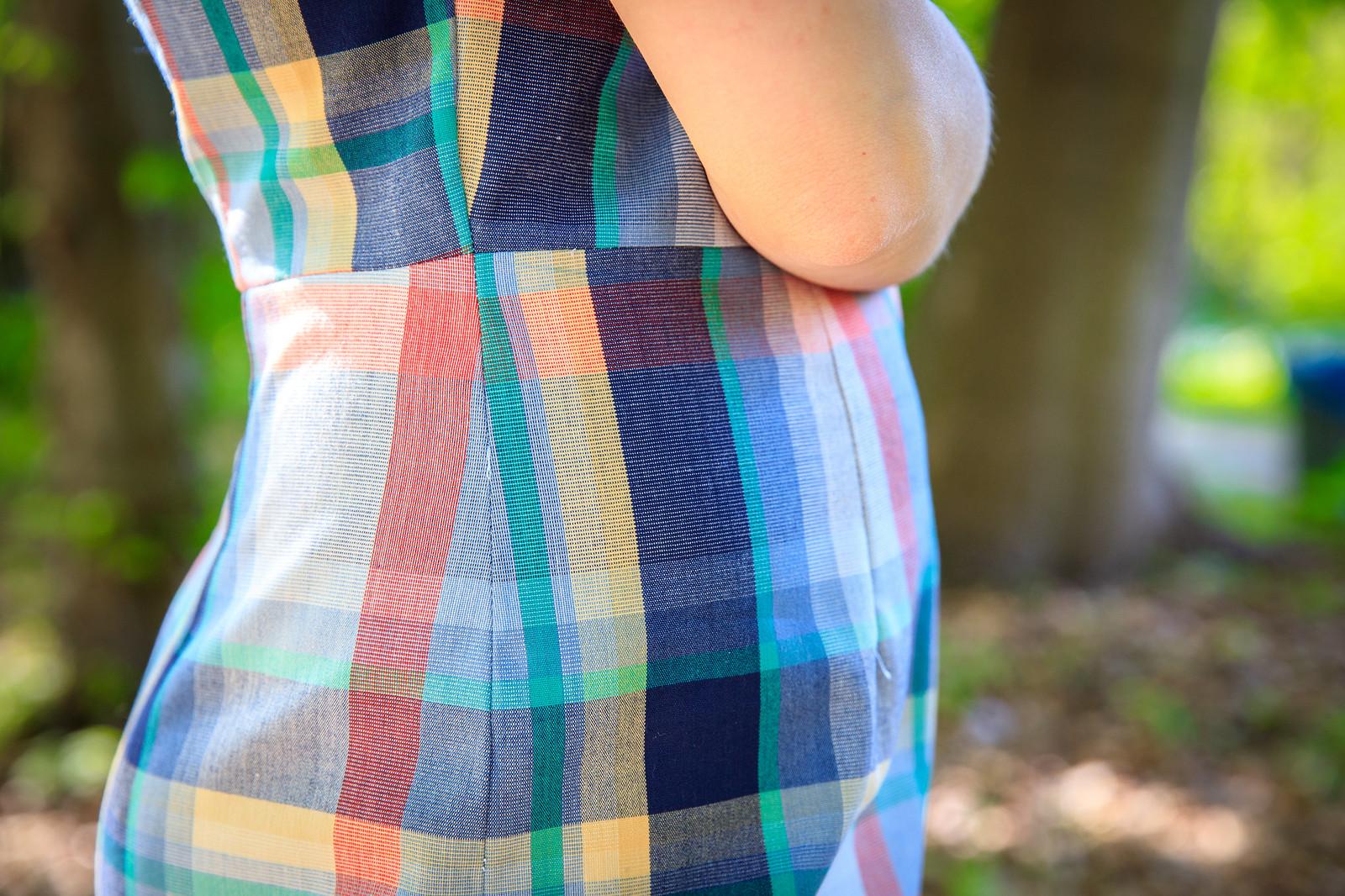 Zbliżenie na bok sukienki