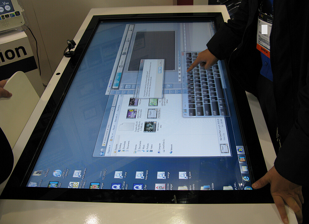 Zoom Digital Signage Multi Touch Table Kiosk Touch