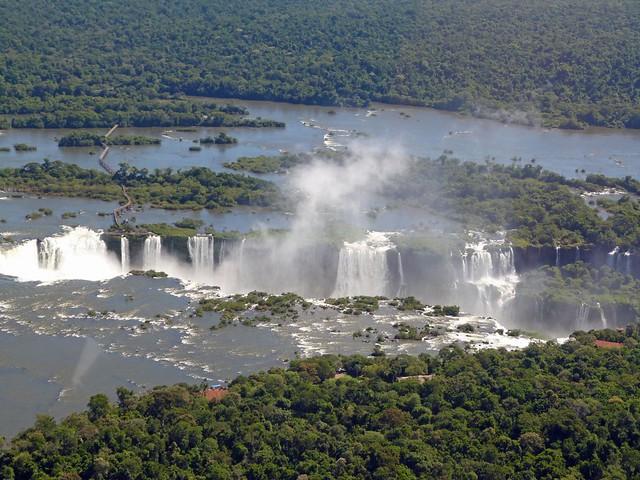 Las cataratas de Iguazú a vista de helicóptero