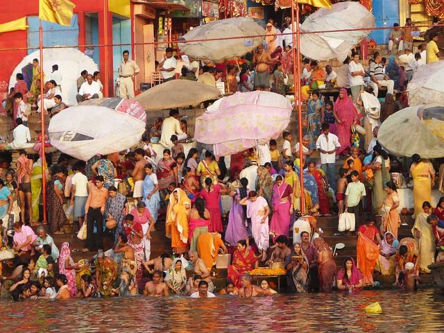 Escena en el río Ganges (India)