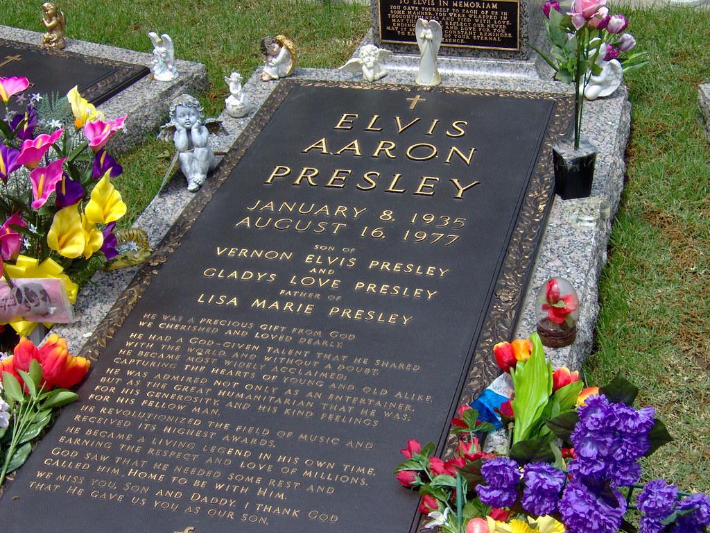 Резултат с изображение за elvis grave