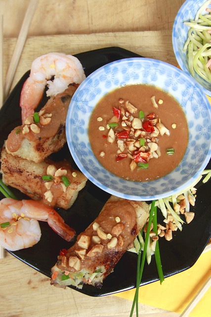 Shrimp rolls with spicy peanut sauce