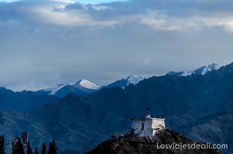 vistas del Stok Kandri el pico más alta de Ladakh desde Leh