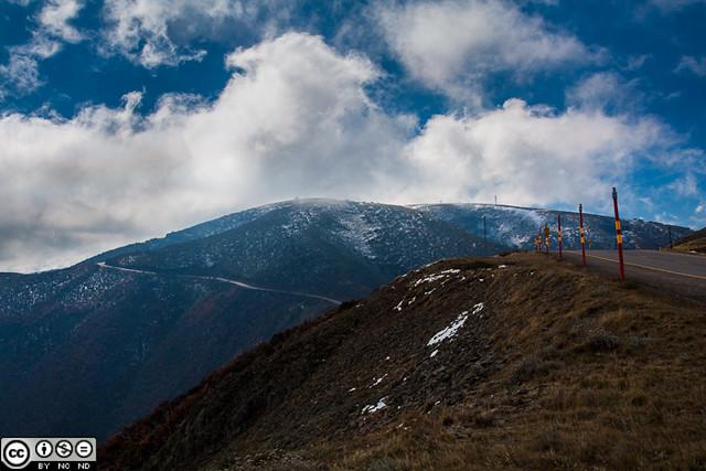 Great Alpine Road at Mt Hotham (web)