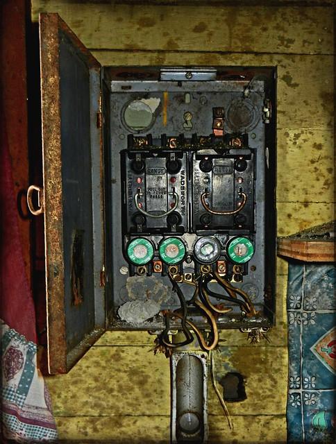 BrightNest Fix a Blown Fuse or Reset a Circuit Breaker