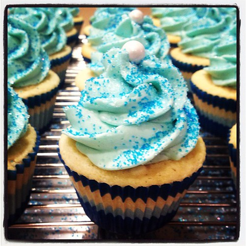 how to make blue vanilla cupcakes