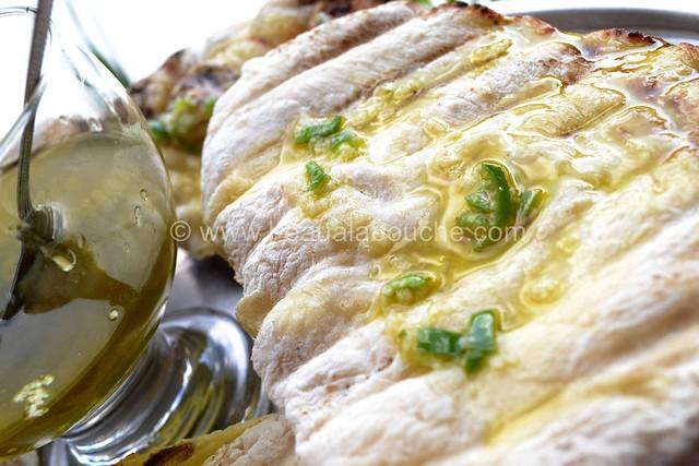 Galettes de Pain Grillées au Barbecue Sauce Piquante © Ana Luthi Tous droits réservés  010