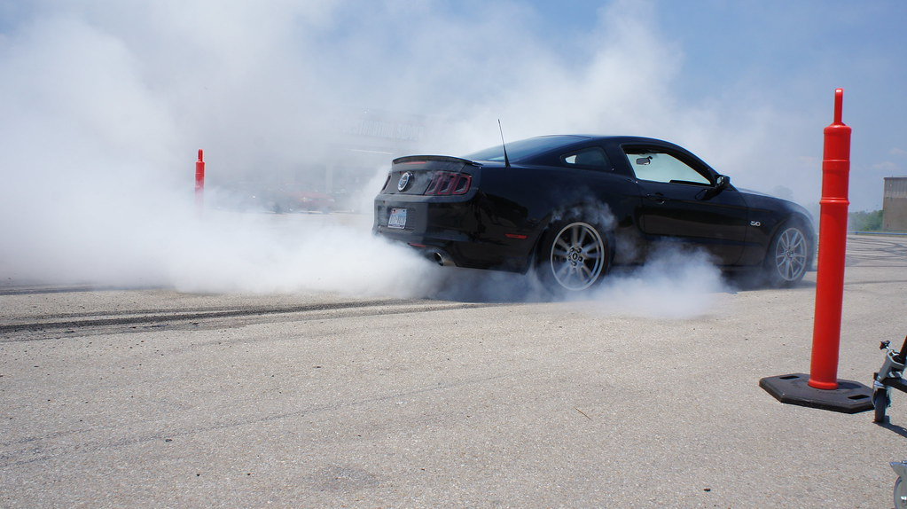 2013 Ford Mustang Gt Burnout Jarrod Doing A Smokey
