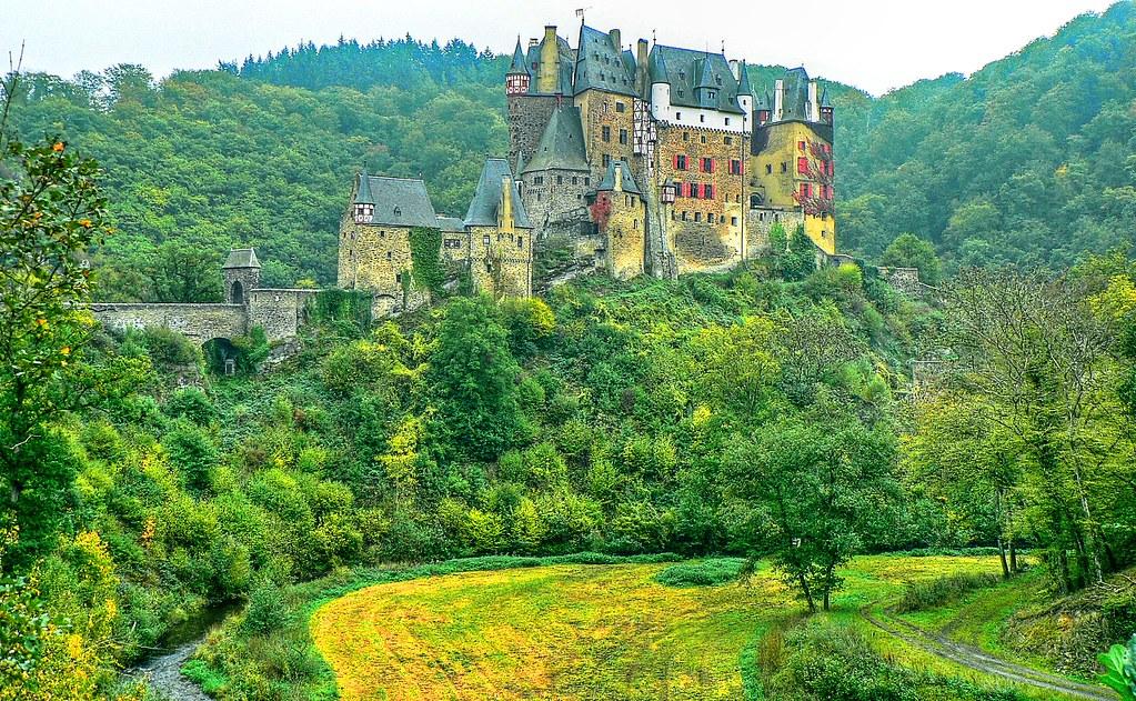 Castell (château fort) Eltz --- Eifel, near Münstermaifeld ...