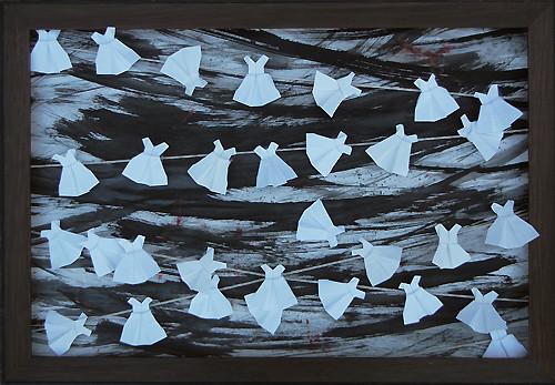 Stringed White Dresses - An Installation / 紮起來的白色連衣裙 - 一個組裝 / Streich Weiße Kleider - Ein Installation