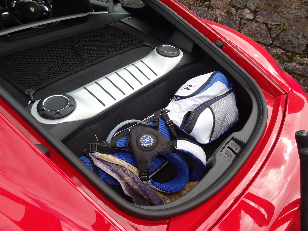 Porsche Cayman 981 Only One Set Of Golf Clubs Fit Into