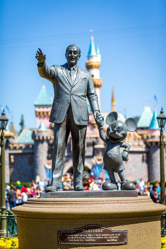 Walt Disney Statue The Iconic Walt Disney And His Pal Mick J