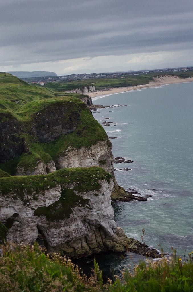 la côte à Dunluce castle. 28524899096_d02978381a_b