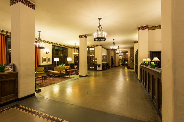 The overlook hotel lobby the ahwahnee hotel yosemite for Overlook hotel decor