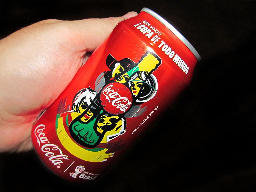 coca cola brazil No brasil, a coca-cola chegou em 1941, durante a segunda guerra mundial a empresa fabricou no recife, em pernambuco, os seus primeiros refrigerantes em solo.