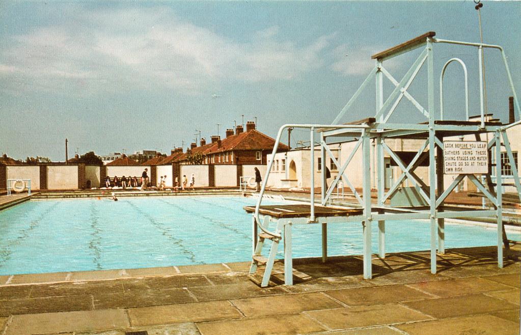 trowbridge swimming pool 1977 photo bt3008 by district v flickr