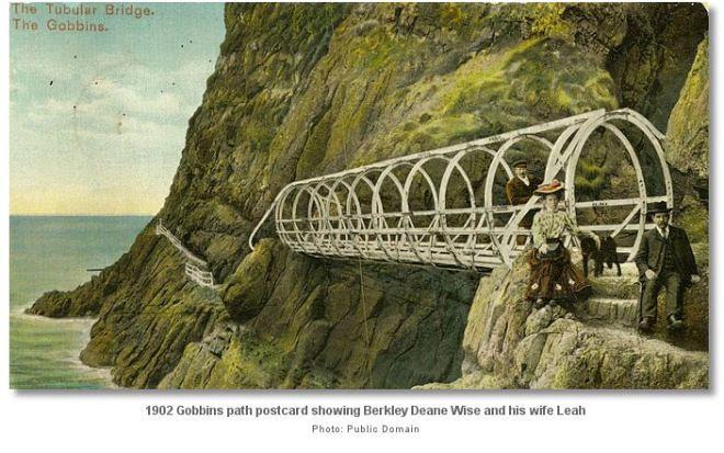 El viejo puente tubular del sendero de los Gobbins
