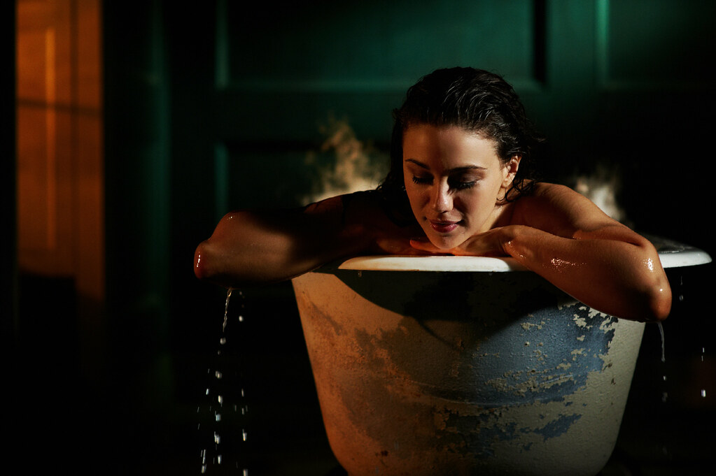 she is serene actress jenna lind from our in the tub