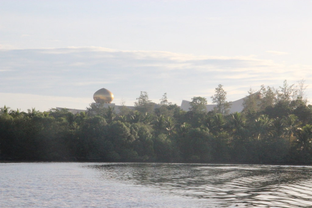 Bandar Seri Begawan | Bandar Seri Begawan, Brunei Kampong ...