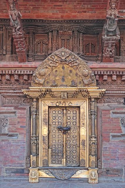 le temple de taleju dans le palais royal patan l 39 entr e flickr photo sharing. Black Bedroom Furniture Sets. Home Design Ideas