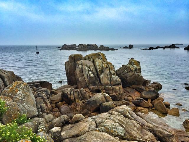 Paisaje rocoso a la vista en el camino de San Vicente do Mar (pasarela a Con Negro)