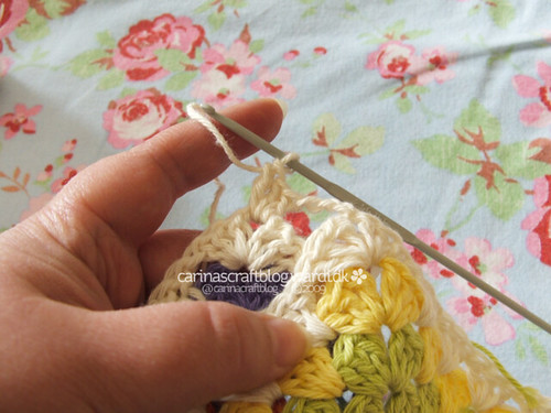 Crochet tutorial: joining granny squares 6 | by Carina » Polka & Bloom