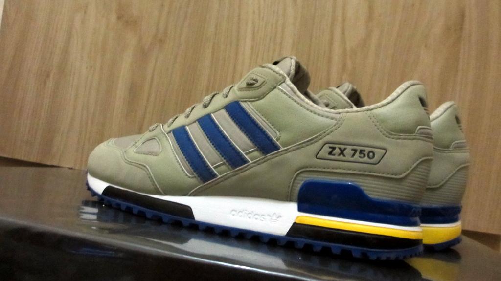 8e3493ac1 ... new style zx 750 edition limitée ps4 adidas zx 750 harga 80891 cf2f0