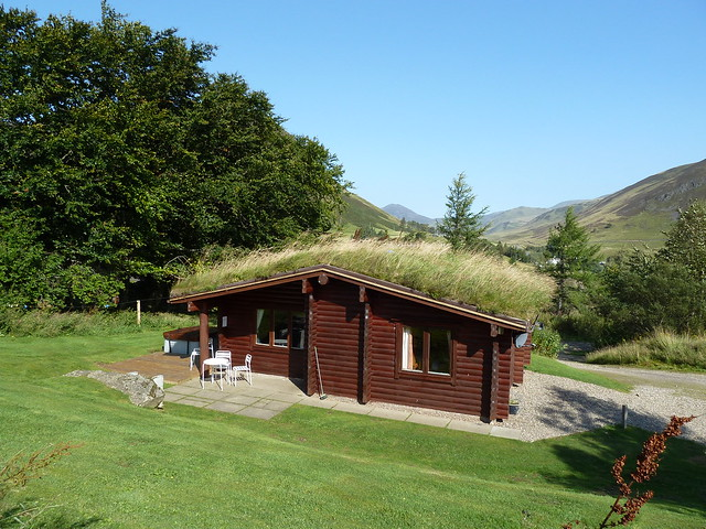 Log cabin chalets with hot tubs glenshee perthshire Log cabins with hot tubs scotland