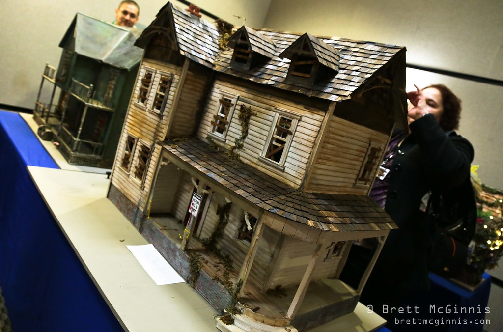 Horror Movie Dollhouse A Doll House Constructed In A Horro Flickr