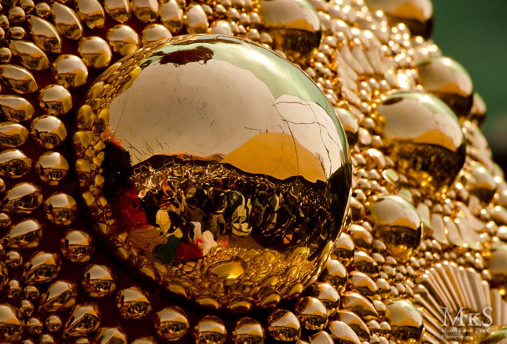 Reflection from Golden elephant caparison (Nettipattam ...