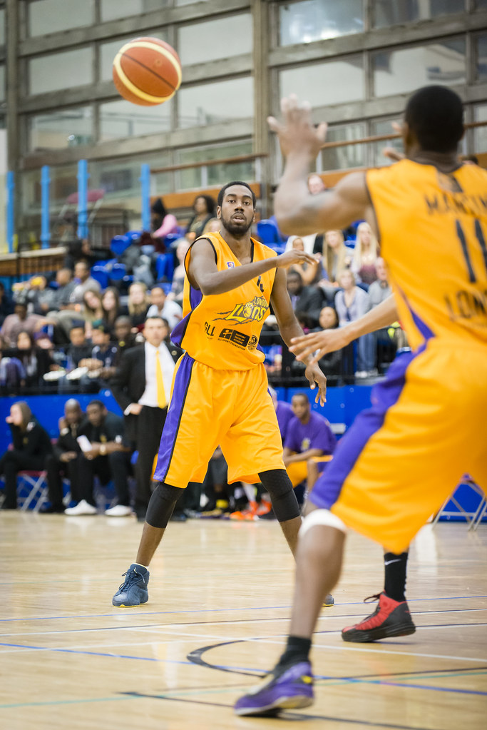Orlan Jackman passes to Mike Martin - London Lions | Flickr